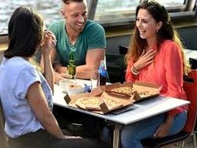 Bootsfahrt Amsterdam mit Pizza Pfannkuchen oder Diner an Bord